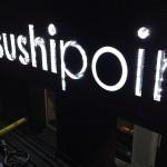SushiPoint doosletters met led verlichting tijdens montage