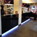 SushiPoint Breda interieur met balie's met led verlichting