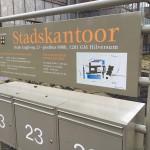 Full color belettering stadskantoor entree gemeente Hilversum